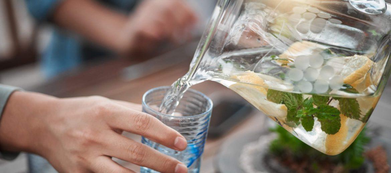 Beber água durante as refeições